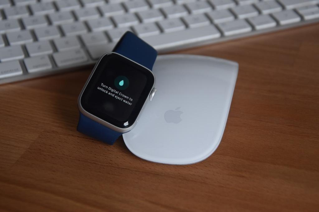Apple Watch SE - Water Resistance & Water Lock
