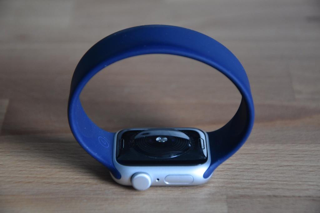 Apple Watch SE - Solo Loop Silicone Strap
